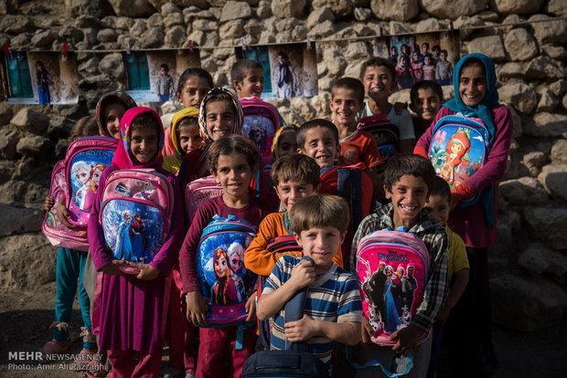 پویش #مشق_احسان، تلاشی برای تهیه لوازم التحریر نیازمندان