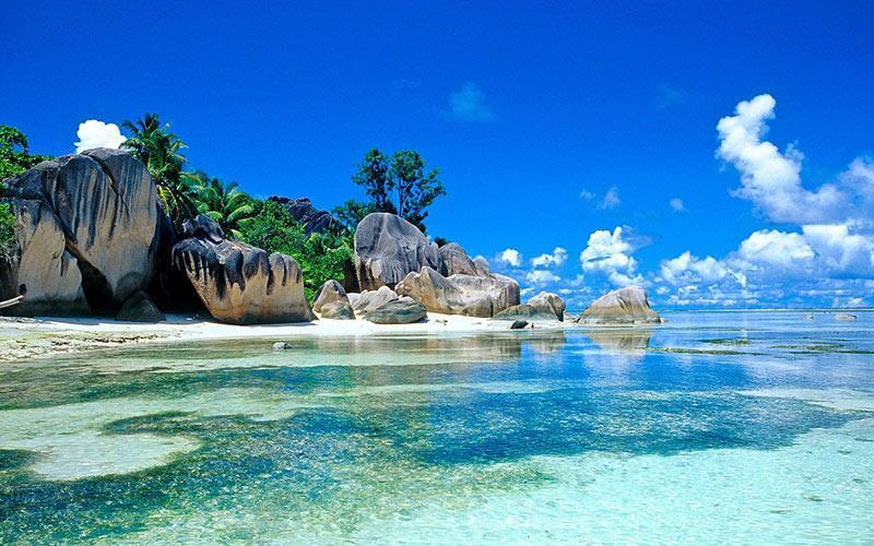 هیجان موج سواری در جزایر اندونزی