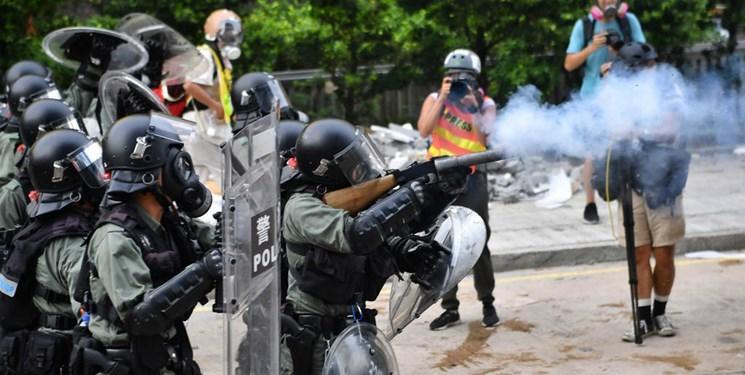 ادامه اعتراضات در هنگ کنگ، استفاده پلیس از گاز اشک آور