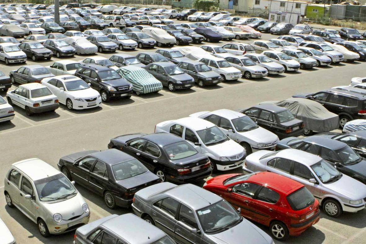 اعطای رانت میلیاردی خودرو به یک میلیون و 600 هزار نفر، کنترل قیمت خودرو از طریق خودروسازان نتیجه ای ندارد