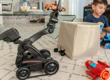 روباتی که به بچه ها نظم یاد می دهد