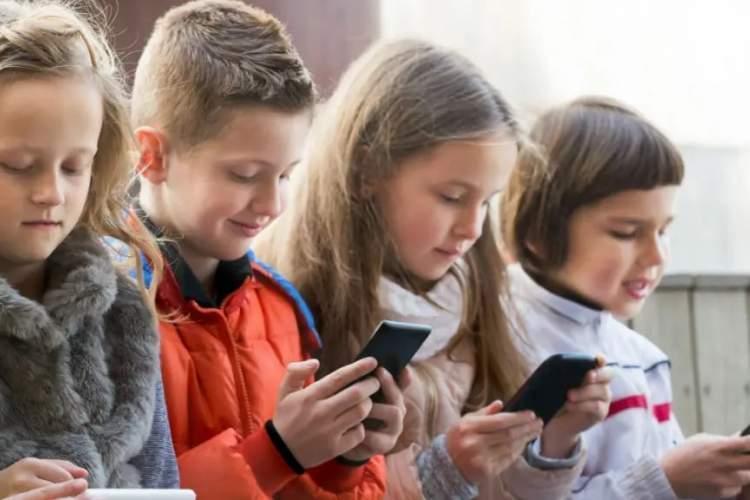 بچه ها نسل جدید کمتر از کتاب لذت می برند