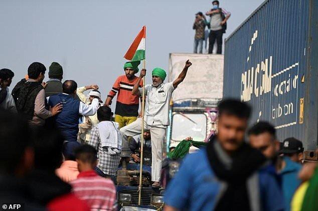 کشاورزان هندی اعتصاب کردند