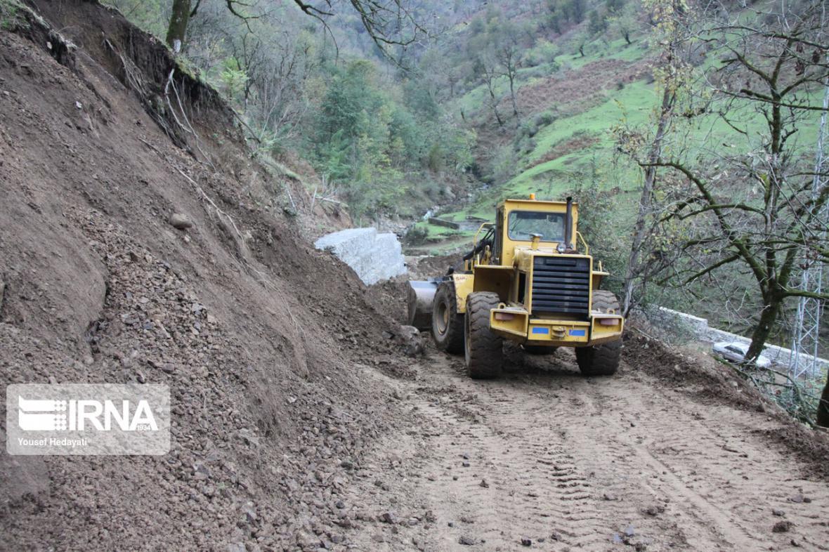 خبرنگاران ریزش کوه در جاده پلدختر - خرم آباد