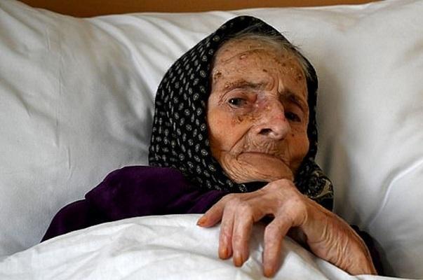اقدام جالب زن 99 ساله پس از شکست کرونا