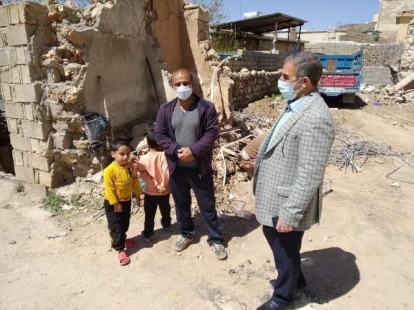 خبرنگاران استاندارکهگیلویه وبویراحمد از محله های در حال بازسازی سی سخت بازدیدکرد