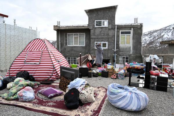 زندگی سخت مردم سی سخت با گذشت بیش از یک ماه از زلزله، قدردانی زلزله زدگان از سپاه و نیرو های امدادی خبرنگاران