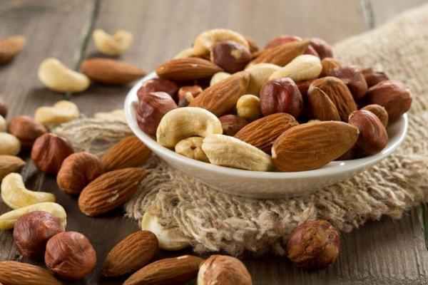 برای پیشگیری از بروز چاقی در ایام نوروز آجیل کم نمک بخورید