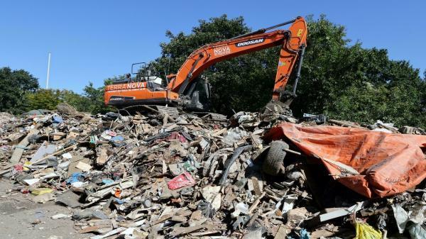 تور اروپا: پیامد های سیل فاجعه بار در اروپا، یک بزرگراه در بلژیک زیر تلی از زباله
